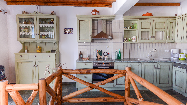Pénde Villas Verde open plan traditional kitchen