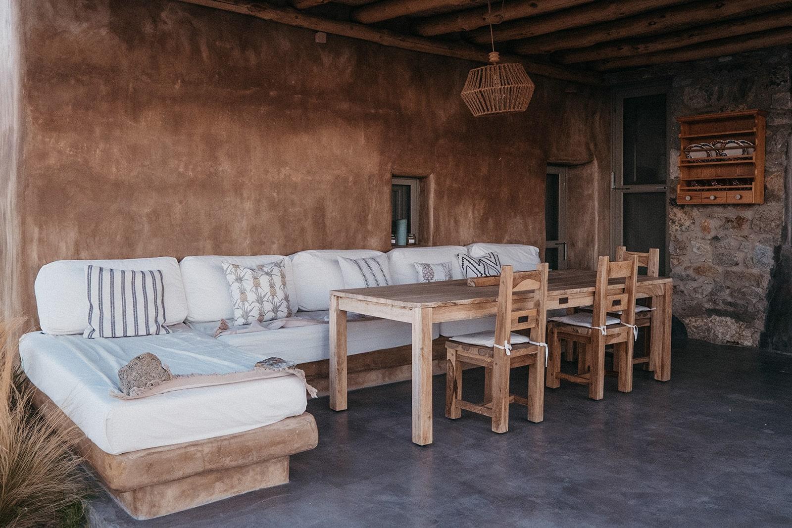 Keli Serifos dining and lounge area